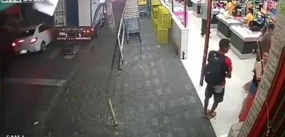 Polislere denk gelen hırsızlar hayatının şokunu yaşadı!