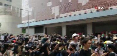 Hong Kong'da protestocular yeniden sokaklarda