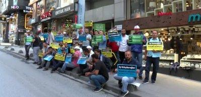 İBB'den çıkarılan işçiler CHP binası önünde oturma eylemi başlattı