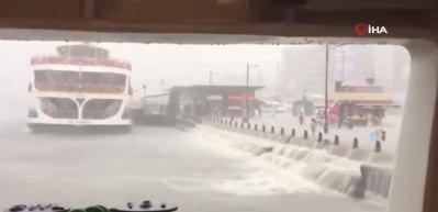 Şiddetli yağışın ardından tüm vapur seferleri iptal edildi