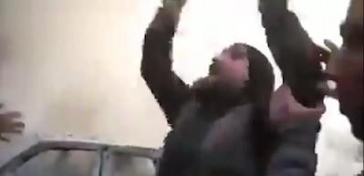 İdlib'deki saldırıda iki evladını kaybeden babanın feryadı: Vallahi sizi Allah'a şikayet edeceğim