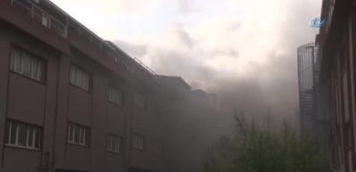 İkitelli'de yangın! İtfaiye ekipleri müdahale ediyor