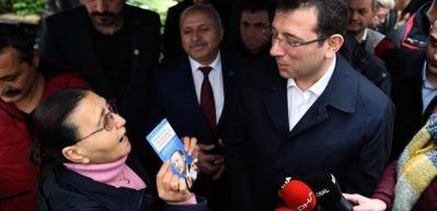 İmamoğlu'na pazarda Erdoğan broşürüyle cevap verdi