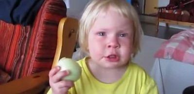 İnadından koca soğanı yedi