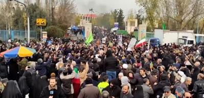 İran'da cuma namazının ardından ABD'ye tepki gösterisi