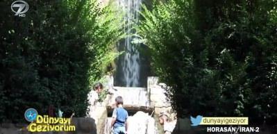 İran'ın Horasan Bölgesi'nde kurak topraklar içerisindeki yemyeşil doğal güzellikler