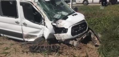 İşçi servisi ağaca çarptı: 7 yaralı