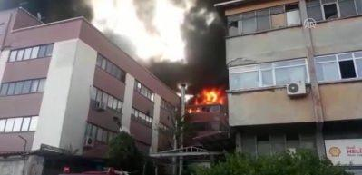 İstanbul Davutpaşa'da fabrikada yangın