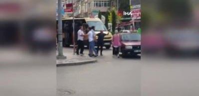 İstanbul'da güpegündüz cadde ortasında yaşanan kavga kamerada