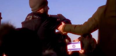 İstanbul'da İsrail bayrağıyla fotoğraf çektirmek isteyince... (Sosyal deney)