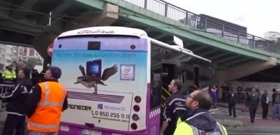 İstanbul'da otobüs kazası! Tramvay seferleri durdu