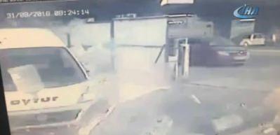 İstanbul'da servis minibüsünün karıştığı feci kaza kamerada