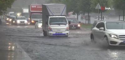 İstanbul'da şiddetli yağmur! Seferler iptal edildi