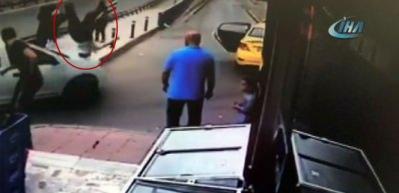 İstanbul'da trafikte dehşet anları! Tartıştı, arabasıyla çarptı, kaçtı!