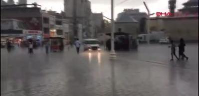 İstanbul'da yağmur ve dolu (Taksim )