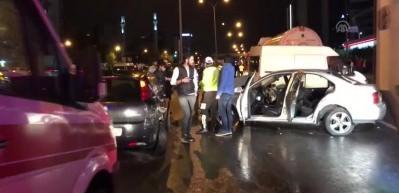 İstanbul'da yürekleri ağza getiren kaza... 12 araç karıştı!