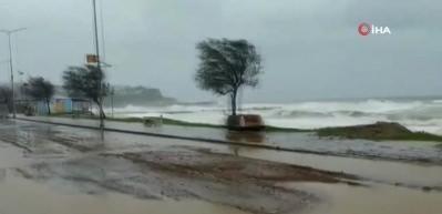 İstanbul'un kuzey kesimlerinde fırtına!
