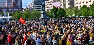 İsveç ayaklandı! Türk futbolcuya büyük destek!