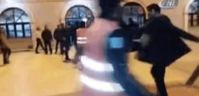 İZBAN'da 'Artı Para' kavgası kamerada