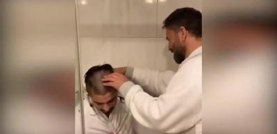 İzzet Yıldızhan büyük oğlunu tıraş etti