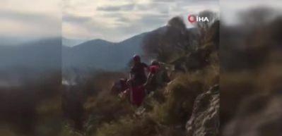 JAK timi Fethiye'de düşüp yaralanan ABD'li turisti kurtardı