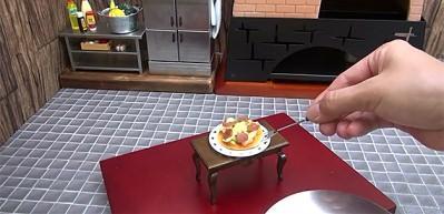 Japon aşçıdan mini mutfakta minik pizza yapımı