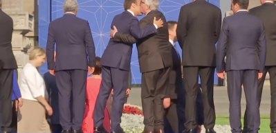 Juncker içkiyi fazla kaçırınca rezil oldu!