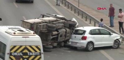 Kadıköy'de inanılmaz kaza! Trafik felç oldu