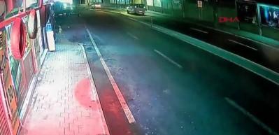 Kadıköy'de ters yönden ölümüne gazladılar