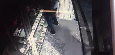 Kağıthane'de kuyumcu soygunu kamerada!