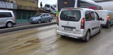Kamyondan yola dökülen yağ kazalara yol açtı