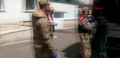 Kamyonet kasasından 55 kaçak göçmen çıktı