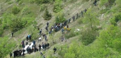 Kamyonet şarampole devrildi: 2 ölü, 3 yaralı