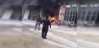 Kaportacı dükkanında yangın çıktı, otomobil kullanılamaz hale geldi