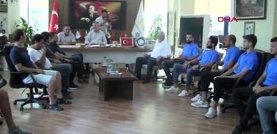Karacabey Belediyespor'dan imza şov