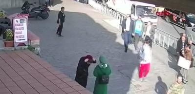 Karaköy'de tepki çeken görüntü ile ilgili tüm kamera kayıtları!