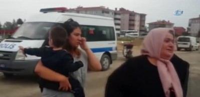 Karısını işe giderken sokakta yakalayıp bıçakladı