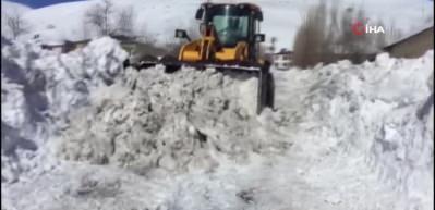 Karlıova'da son yılların en çetin kışı yaşanıyor