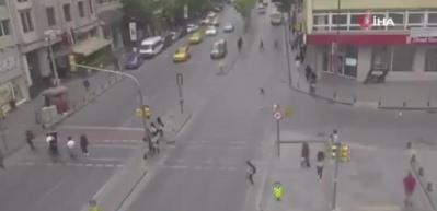 Karşıya geçmek için koştu, kaldırıma yetişemeyince araba çarptı...