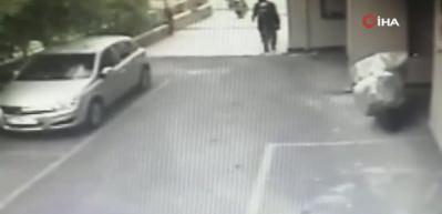 Kasklı iki hırsız böyle çaldı!