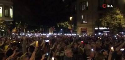Katalonlar 3 gündür sokaklarda! İspanya'da karıştı
