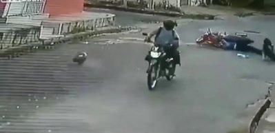 Kazayı fırsat bilip kadınların eşyasını çaldı!