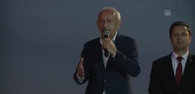 Kılıçdaroğlu'nun ilginç anları! Konuşmanın devamını getiremeyince...