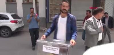 KOAH hastası kadın, 5 yıl sonra evinde oy kullandı