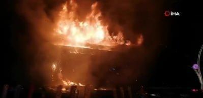 Kocaeli'de AVM'de yangın