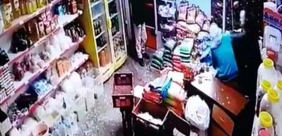 Komando bıçaklı gasp güvenlik kamerasında