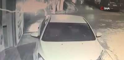 Kontrolden çıkan araç önce ağaca ardından direğe çarptı