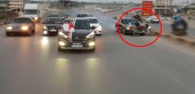 Konvoydaki sürücü ters şeritteki motosikletliyi hayattan kopardı