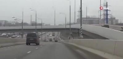 Köprüden otoyola düşen motosiklet sürücüsü feci şekilde can verdi