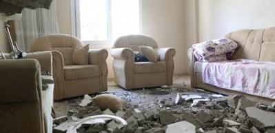 Korku dolu anlar: Anne ile oğlu evdeyken tavan çöktü